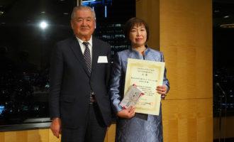 「ものづくりの達人たち」大賞を受賞した四ツ葉ドレス、ラフィネ工場の田中井さん